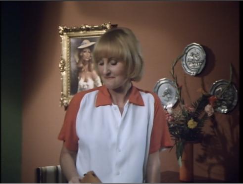 Ihre Sammlung antiker Zinnteller und naiver Porträts historischer Prostituierter war Elkes Mutter ganzer Stolz.